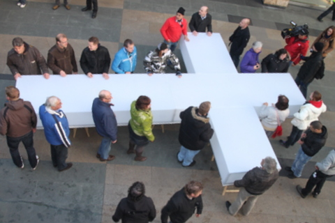 a_large_cross_the_suffer_and_die_of_jesus_christ_times_the_passion_in_rotterdam