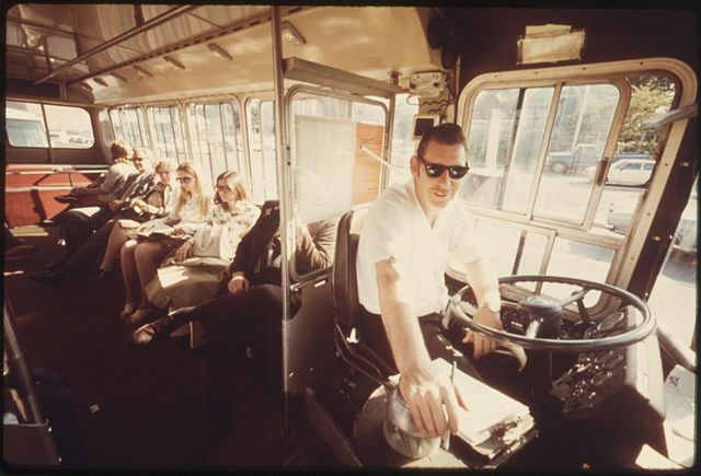 640px-bus_driver_and_passengers_on_a_dial_a_ride_radio_dispatched_door-to-door_bus_service_in_haddonfield2c_new_jersey-_it-_-_nara_-_556748