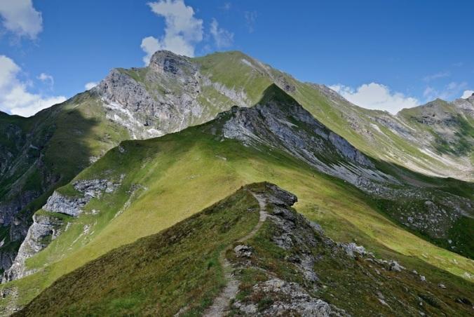 landscape-wilderness-walking-mountain-light-hiking-1042340-pxhere.com
