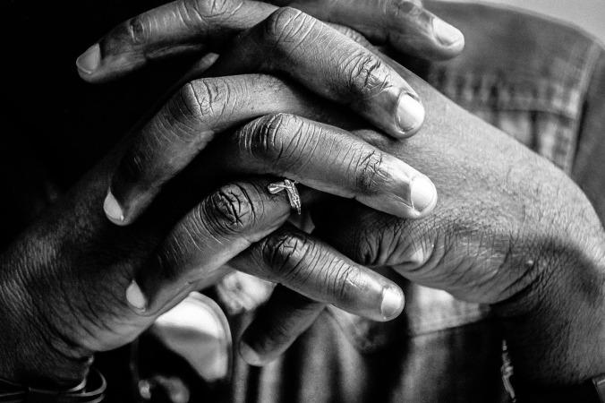 hands-2607743_1280