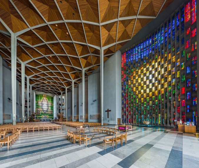 1067px-coventry_cathedral_interior2c_west_midlands2c_uk_-_diliff