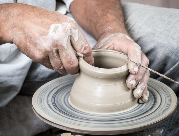 hand-wheel-cup-vase-ceramic-artist-1292576crop-pxhere.com